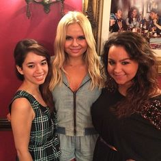 Teen editors Kaitlin Cubria and Ally D'Aluisio with Alli Simpson.
