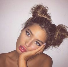Let's be honest: half up half down and bun hairstyles are total lifesavers. They are the perfect pretty hairstyle solution to look nice on the days when your hair just . Messy Bun Hairstyles, Pretty Hairstyles, 2 Buns Hairstyle, Beach Hairstyles, 90s Hairstyles, Hairstyle Ideas, Party Hairstyle, Funky Hairstyles For Long Hair, Swimming Hairstyles