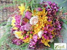 Floreria Zazil en Cancún Decoración floral para eventos en Cancún. Centros de mesa y arreglos florales para toda ocasión. Contacto: ventas@floreriazazil.com / Tel. 01 9982061951 Whatsapp: 9981102824 www.floreriazazil.com #floralarrangements #corporativeevents #beachweddings #cancunweddingflowers