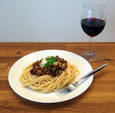 Boloňské ragů a Modrý Portugal Spaghetti, Ethnic Recipes, Food, Alcohol, Essen, Meals, Yemek, Noodle, Eten