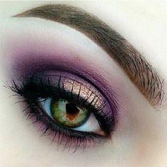 Purple Eyeshadow Looks, Pretty Eye Makeup, Makeup Looks For Green Eyes, Purple Eye Makeup, Makeup Eye Looks, Eye Makeup Art, Makeup For Green Eyes, Smokey Eye Makeup, Eyeshadow Makeup