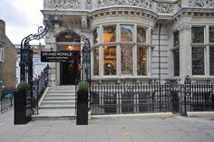 Grand Royale a block from Hyde Park in London. Full of old charm and elegance. Rooms are London-small, but nicely renovated. London Hotels, Best Hotel Deals, Best Hotels, Hyde Park London, Hotel Trivago, Things To Do In London, Park Photos, Top Hotels, Travel