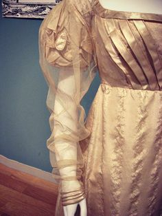 Regency ballgown with oversleeve.