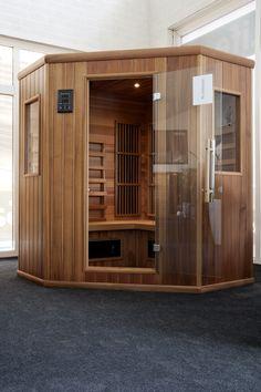 Infrarood sauna hoek model in Red cedar hout. Cabine Sauna, Traditional Saunas, Portable Sauna, Steam Sauna, Sauna Room, Infrared Sauna, Red Cedar, Garage Doors, Outdoor Decor