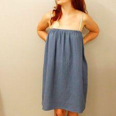 30 min chrono pour se coudre une petite robe en double gaze, c'est possible ! Tuto couture idéal pour cette robe d'été agréable à porter !