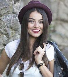 Turkish Women Beautiful, Turkish Beauty, All Actress, Actress Pics, Turkish Actors, Famous Women, Actors & Actresses, Makeup Looks, Hair Beauty