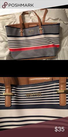 Kenneth Cole handbag Gently used Kenneth Cole Bags Shoulder Bags