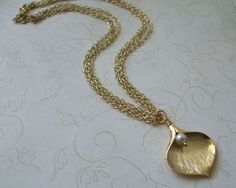 Calla Lily and Pearl Gold Necklace from vintageandglam