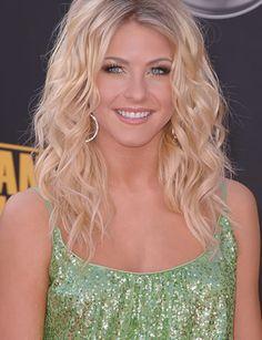 Julianne Hough  -  messy blonde waves