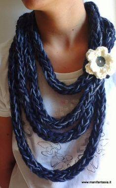 Crochet Collar, Knit Crochet, Crochet Fashion, Diy Fashion, Sewing Scarves, Cool Necklaces, Scarf Hat, Loom Knitting, Scarf Styles