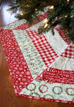 The Holly Jolly Tree Skirt pattern is one of my best sellers, and I gave it a little update this last weekend! I also wanted to update my family's tree skirt this year so I took this opportunity to m Diy Christmas Tree Skirt, Christmas Tree Skirts Patterns, Christmas Sewing, Diy Christmas Gifts, Christmas Projects, Christmas Ornaments, Crochet Christmas, Christmas Fabric Crafts, Christmas Runner