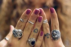 Little heart and anchor finger tattoos on Sammi / BeautyCrush.