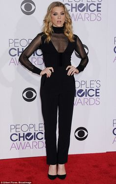Natalie Dormer puts on a busty display in a plunging black jumpsuit as she rocks the red carpet at the People's Choice Awards Natalie Domer, Celebs, Female Celebrities, Black Jumpsuit, Silje Norendal, Fashion Photo, Nice Dresses, Red Carpet, Celebrity Style
