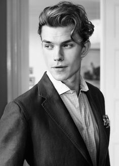 Pompadour hairstyles for men. Stunning pompadour hairstyles for men. Top short hairstyles for men. Mens Hairstyles Pompadour, Pompadour Men, Loose Hairstyles, Hairstyles Haircuts, Haircuts For Men, Stylish Hairstyles, Haircut Men, Haircut Style, Long Hairstyles