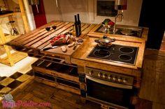 Mobiliário de cozinha feito com paletes de madeira