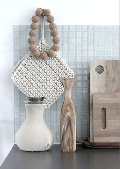 grey and beige inspiration Deco Design, Wood Design, Scandinavian Kitchen, Scandinavian Interior, Charles Eames, Grey And Beige, Kitchen Items, Room Kitchen, Kitchen Stuff