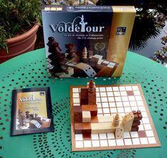 Voldétour  https://boardgamegeek.com/boardgame/134834/voldetour  7.2/10   http://www.paille-editions.com/voldetour  https://www.chess.com/forum/view/chess960-chess-variants/voldetour
