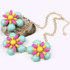 Simple Joker Flowers Pendant Design Alloy Necklace for Women Ladies Clothing Decor Flower Necklace, Beaded Necklace, Fashion Necklace, Fashion Jewelry, Boho Fashion, Fashion Beauty, Europe Fashion, Pendant Design, Flower Pendant