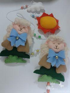 Enfeite de cortina para quarto de bebê! No tema ovelha adicionando um pouco mais de cor ao ambiente.