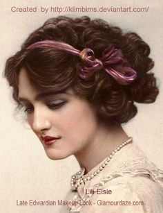 Lily Elsie was a popular English actress during the Edwardian era. She was cast in many plays including the popular The Merry Widow. Due to her beauty and charm, she became one of the most photographed women in the Edwardian Era. She is absolutely. Lily Elsie, Belle Epoque, Edwardian Hairstyles, Vintage Hairstyles, 50s Hairstyles, Curly Hairstyle, Anos 20s, La Fille Gibson, Gibson Girl