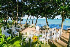 Cerimônia pé na areia! Casamento Vanessa e Acauã na Praia do Espelho com decoração por Katia Criscuolo. Foto: Ernandes Alcântara