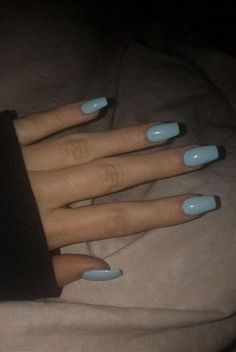 On average, the finger nails grow from 3 to millimeters per month. If it is difficult to change their growth rate, however, it is possible to cheat on their appearance and length through false nails. Blue Acrylic Nails, Summer Acrylic Nails, Pastel Nails, Simple Acrylic Nails, Acrylic Nail Designs, Fake Nail Designs, Summer Nails, Acrylic Nails Coffin Short, Spring Nails