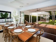 Palm beach home - love this outdoor area, and the simple, elegant interiors Room Interior Design, Dining Room Design, Dining Area, Dining Chairs, Cosy Kitchen, Inviting Home, Natural Interior, Dining Room Inspiration, New Home Designs