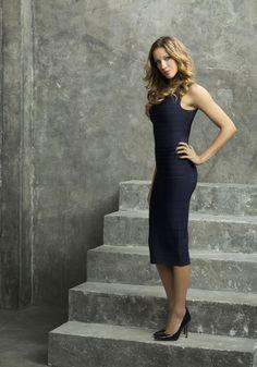 Laurel (Katie Cassidy)