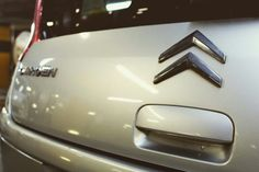 Sabia que a marca francesa Citroën começou como uma fábrica de produção de armamento para a I Guerra Mundial? Com o final da guerra a produção de armamento cessou, lançando-se então na produção de automóveis. Esta semana, na Prontowash Dolce Vita Tejo, temos 25% de DESCONTO em todos os serviços especiais para os nossos seguidores do Facebook e do Instagram que tenham veículos da marca Citroën. APROVEITE a nossa campanha até domingo.  #luxury #sportcars #exoticcars #carsofinstagram…