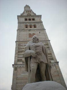 The statue of Alessandro Tassoni under Modena's Ghirlandina
