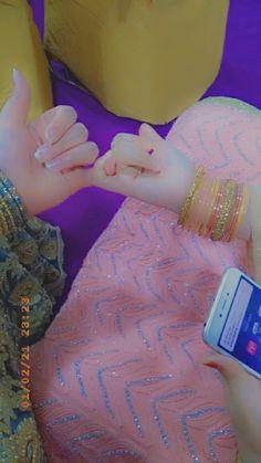 Beautiful Girl Drawing, Beautiful Words Of Love, Beautiful Girl Photo, Cute Love Songs, Girl Hand Pic, Girls Hand, Henna Designs Easy, Mehndi Designs For Hands, Cute Girl Poses