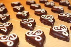 Sacher Herzen, ein schmackhaftes Rezept aus der Kategorie Kekse & Plätzchen. Bewertungen: 108. Durchschnitt: Ø 4,4.