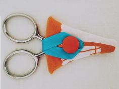 Scissor case tutorial using a monthly craft kit from Seamstar