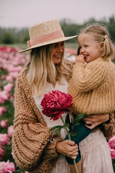 Children Photography, Family Photography, Photography Poses, Family Photo Outfits, Family Photos, Outfits Tipps, Mother Daughter Photography, Amber Fillerup Clark, Barefoot Blonde