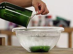 Manualidades y Artesanías | ¿Cómo cortar una botella de vidrio? | Utilisima.comhttp://www.utilisima.com/manualidades/10144-como-cortar-una-botella-de-vidrio.html