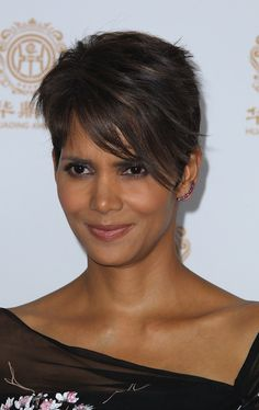 Halle Berry's sophisticated pixie hairstyle | SheKnows CelebSalon