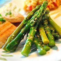 Aspargos com gergelim e limão siciliano @ allrecipes.com.br
