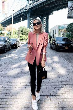 blazer outfit Best Ladylike Style: Jacey Duprie via Bester damenhafter Stil: Jacey Duprie via Pink Blazer Outfits, Casual Blazer, Casual Work Outfits, Business Casual Outfits, Professional Outfits, Mode Outfits, Classy Outfits, Pink Blazers, Ladies Blazers