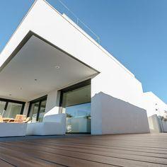 Tarima composite en vivienda unifamiliar en Madrid, realizado por Floter Tarimas.