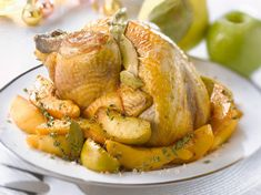 Découvrez la recette Chapon Noël farci et accompagné de fruits sur cuisineactuelle.fr.
