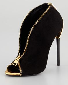 Tom Ford zipper heel from fall 2013 collection. I must say very interesting design! Click here to buy.