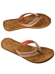 Reef Gypsylove Sandals for perfect beach days #gypsylove #reef #sandals #bluetomato