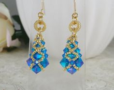 Aretes tejidos en cristal de Swarovski azul ABx2 por IndulgedGirl