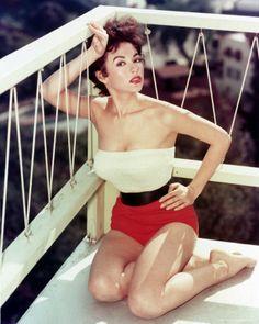 Old Hollywood Glamour: Rita Moreno Rita Moreno, Old Hollywood Glamour, Vintage Glamour, Hollywood Stars, Classic Hollywood, Hollywood Picture, Vintage Models, Vintage Ladies, Retro Vintage