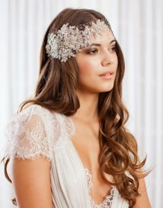 Because every bride-to-be deserves to look beautiful on her big day, make this guide on the best wedding makeup looks a part of your planning! Curly Bridal Hair, Simple Bridal Hairstyle, Loose Wedding Hair, Hairstyle Look, Wedding Hairstyles For Long Hair, Loose Hairstyles, Wedding Veils, Bride Hairstyles, Wedding Ceremony