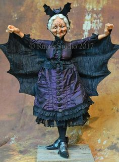 Love her dress. Halloween Miniatures, Halloween Doll, Halloween Goodies, Halloween Ornaments, Scary Halloween, Halloween Crafts, Clay Dolls, Art Dolls, Scott Smith