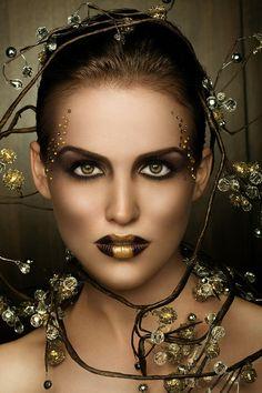 Crystals accent this beautiful brown and gold creative make-up. Foto Fantasy, Fantasy Make Up, Make Up Art, How To Make, Art Visage, Beauty Makeup, Hair Beauty, Dramatic Makeup, Foto Pose
