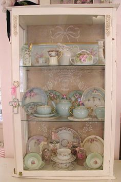 Lovely....they remind me of the hand painted china my grandmother and great aunt painted 75 years ago.