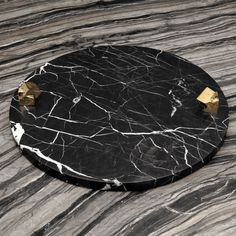 Are you looking to brighten up a dull room and searching for interior design tips? Decor Interior Design, Interior Decorating, Marble Tray, Dining Ware, Kelly Wearstler, Marble Stones, Black Marble, Decorating Blogs, Decorating Games