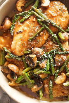 Marsala Chicken with Mushrooms and Asparagus - Food - Mushroom Recipes Asparagus And Mushrooms, Chicken Asparagus, Asparagus Recipe, Stuffed Mushrooms, Stuffed Peppers, Chicken Mushroom Marsala, Chicken Mushroom Recipes, Chicken Thigh Recipes, Chicken Marsala Pasta